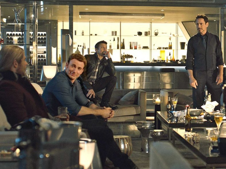 avengers-age-of-ultron-hanging-out-party-3