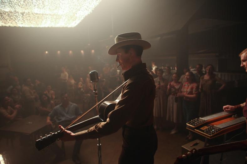 Tom Hiddleston- I Saw The Lightistl_01076_rt