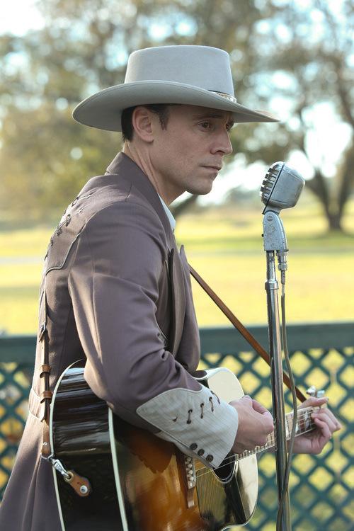 Tom Hiddleston- I Saw The Lightistl_01286